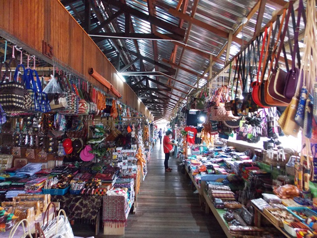 Short stop at Nabalu Market